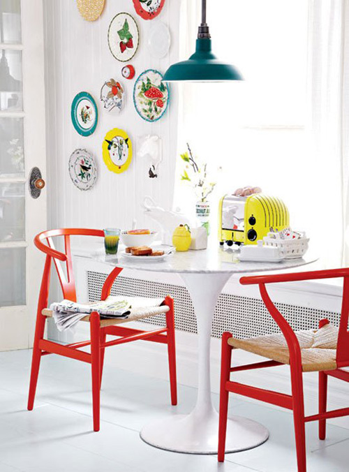 red-chairs-dining-bright-colours-wishbone-hans-wegner