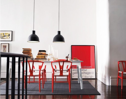 red-chairs-pantone-paining-wishbone-wegner